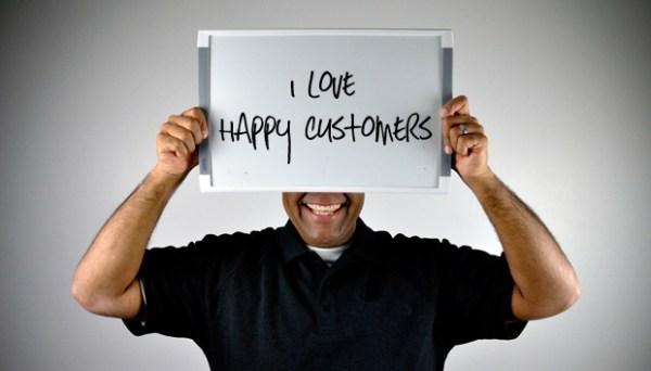 Oline_advertising_happy_customers